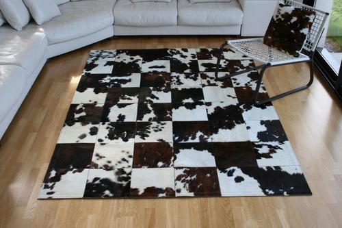 les tapis en peau de vache de tergus int rieurs. Black Bedroom Furniture Sets. Home Design Ideas