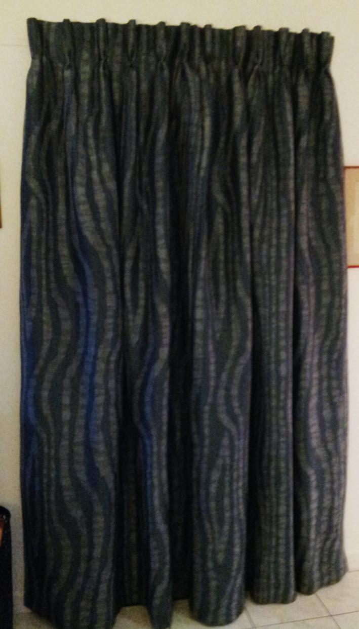 comment habiller votre porte d 39 entr e avec un rideau. Black Bedroom Furniture Sets. Home Design Ideas
