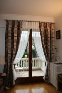 Doubles rideaux et voilages plis tapissiers façon sous rideaux